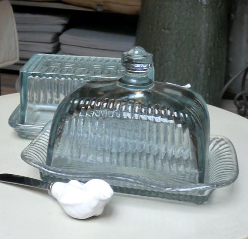 la boutique de d coration en ligne la boutique de d coration beurrier coupole en verre. Black Bedroom Furniture Sets. Home Design Ideas